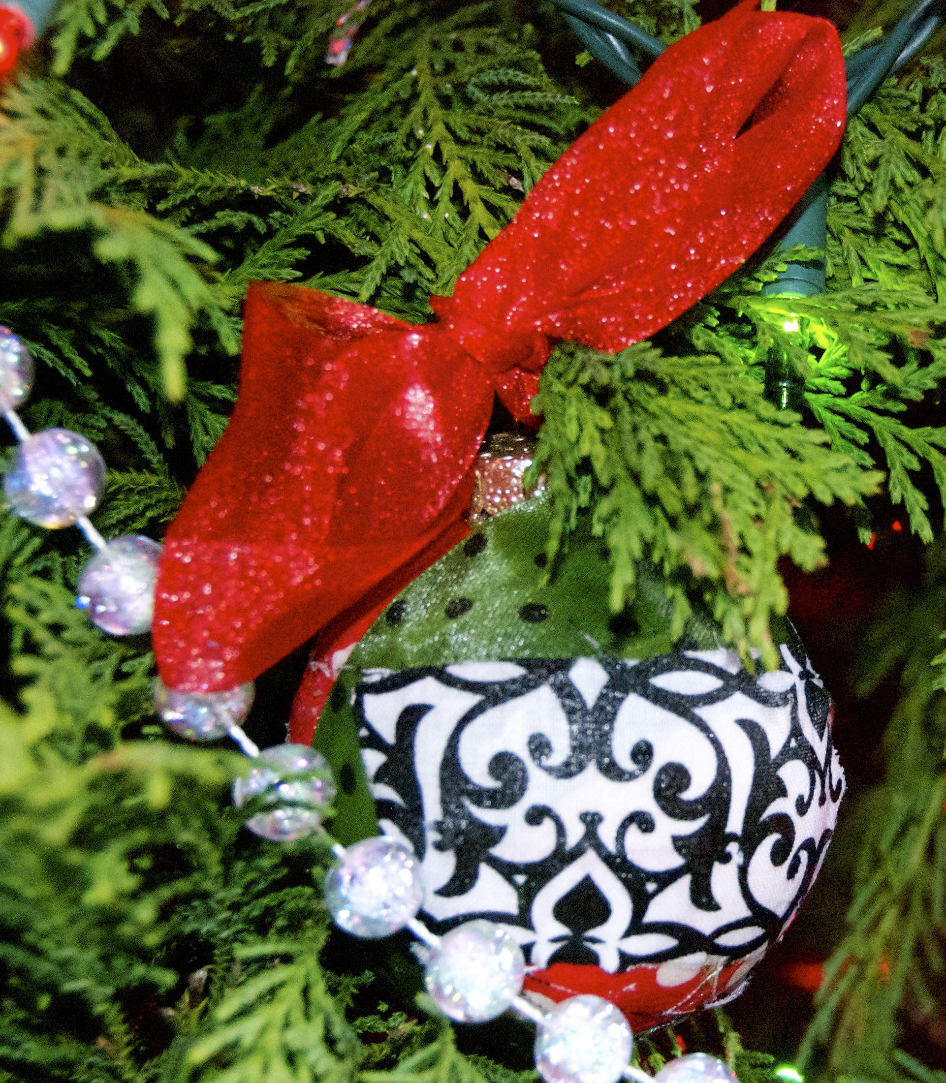 Diy christmas ornaments mommy in bonlee i made a couple of ornaments myself by mod podging strips of fabric to a glass solutioingenieria Choice Image