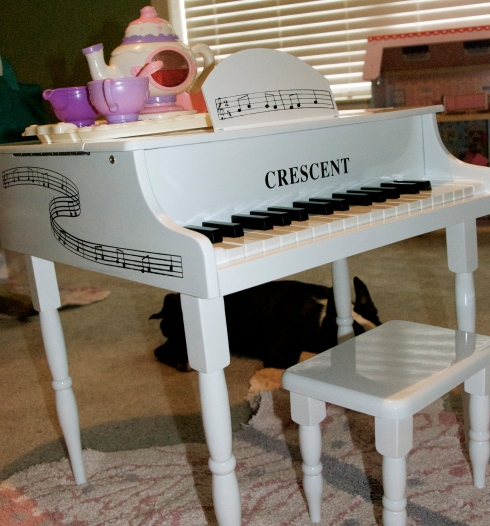 My dad got Maddie this beautiful little piano for Christmas.  I love it.