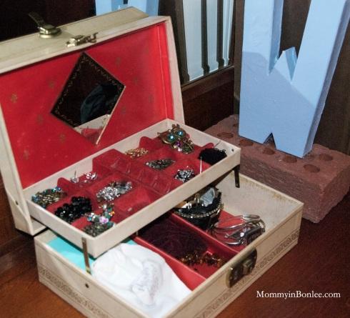 ...and my beautiful, organized jewelry box!